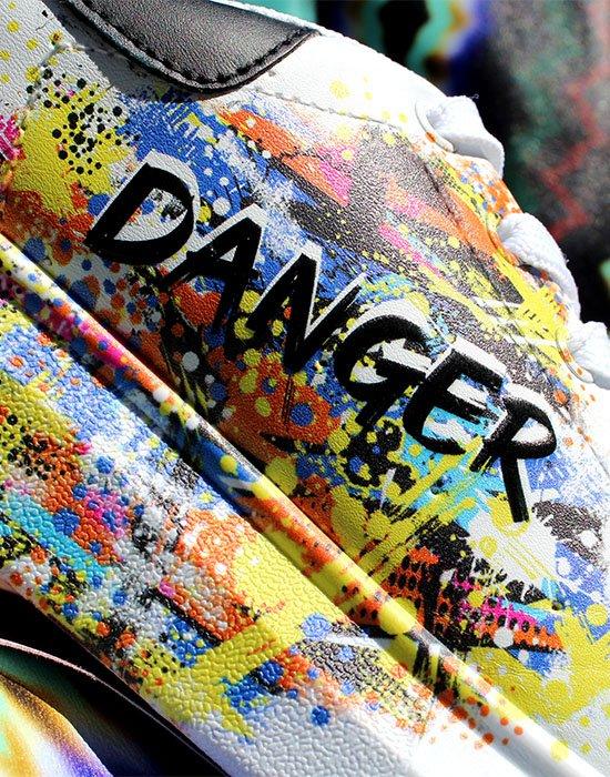 MondoAgile - Stampa Diretta - Dettagli stampa fantasia e scritta danger su sneaker bianca