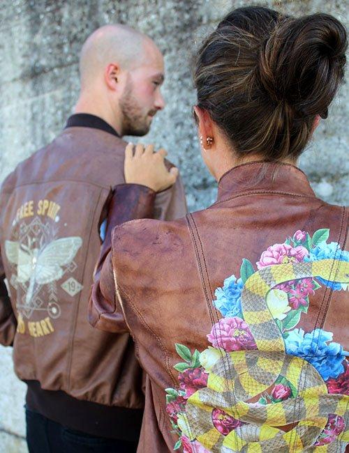 MondoAgile - Stampa Diretta - Dettaglio ragazzi con giacche in pelle stampate
