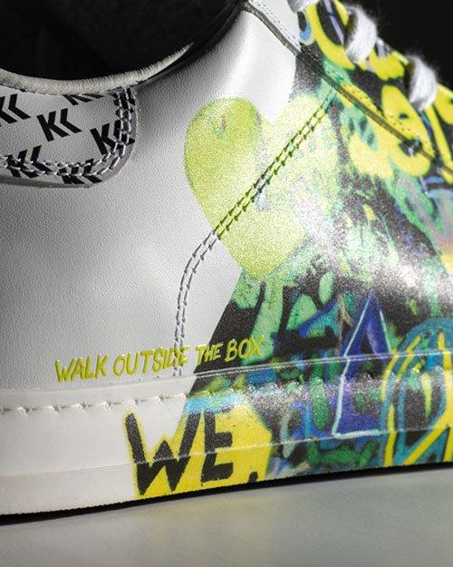 MondoAgile - Stampa Diretta - Dettaglio stampa fantasia colorata su sneaker in pelle bianca